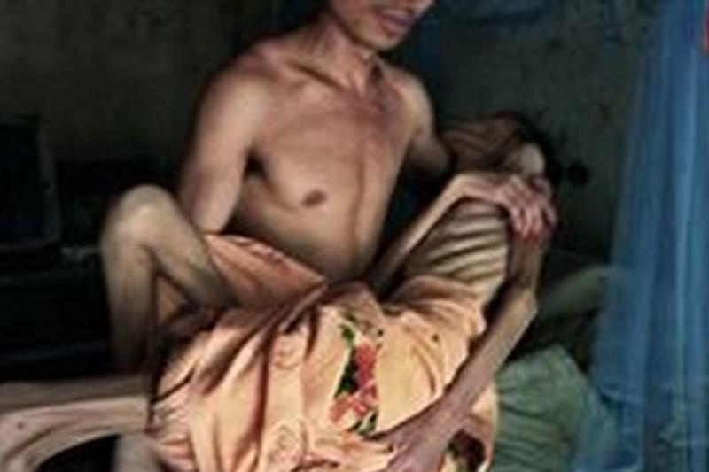 萬延海在報導系列愛滋死亡報告後,遭到拘押。(圖片為作者提供)