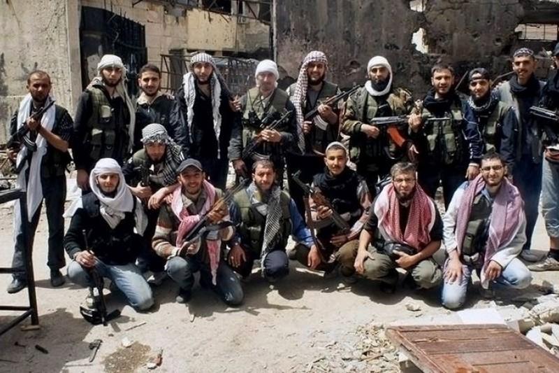 敘利亞兵凶戰危,交戰雙方日趨極端,今日的反抗軍戰士,難保明日不會成為恐怖分子。(美聯社)