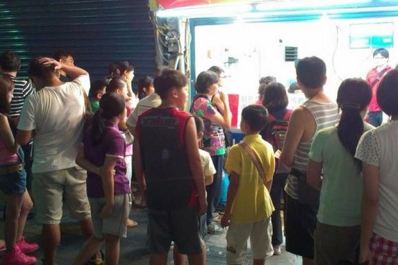 台北市衛生局抽驗散裝冰品、配料,共有6件冰品不合格。(取自以利泡泡冰總店臉書)