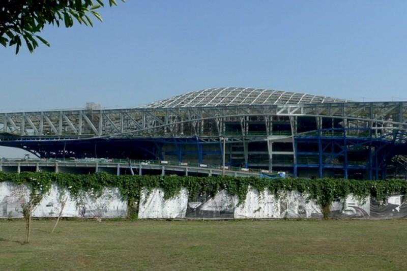 高雄衛武營藝術文化中心將成為南部表演中心,未來最重要的還是經營面問題。(取自維基百科)