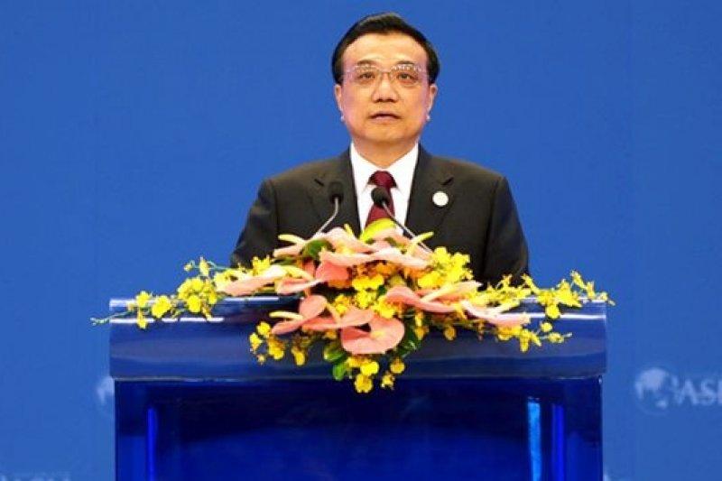 日前中國總理李克強透露出將對經濟「適時適度預調微調」,金融界認為此代表中國政策的轉向。(美聯社)