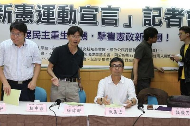 社運團體9日發表「新憲運動宣言」,呼籲朝野政黨切勿輕忽公民社會對推動憲改的決心和意志。(風傳媒攝影)