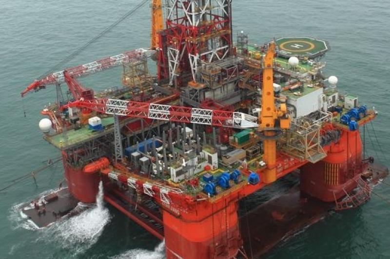 南海主權之爭,讓人聯想到如果事端擴大,中國的石油存量是否會受影響。圖為引發南海之爭的油井平台。(取自網路)