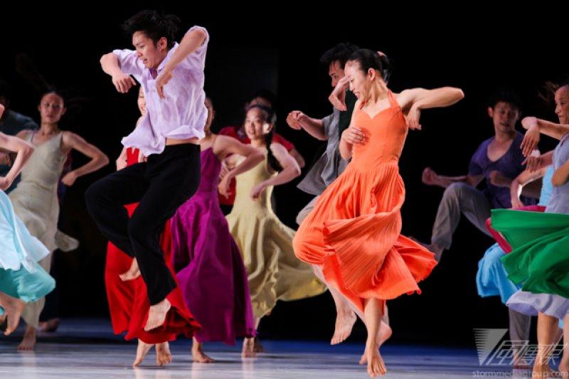 今年夏季戶外公演含蓋了雲門40年來經典舞作精華,包括「渡海」、「水月」、「松煙」、「如果沒有你」四隻舞作。(林韶安攝)