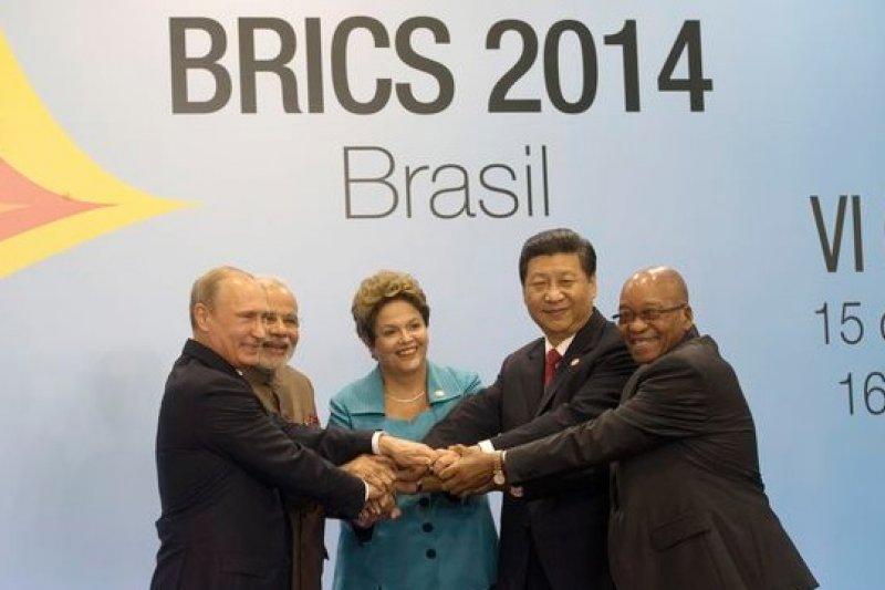 習近平出席金磚五國與南美國家聯盟的對話,我友邦巴拉圭總統亦參與會議。(美聯社)
