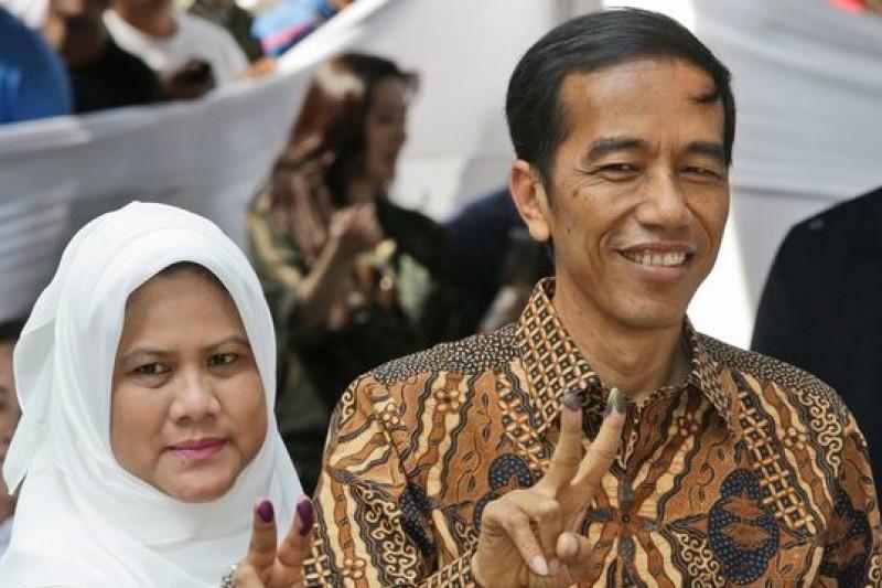 印尼「平民總統」佐科威面臨的處境,和2000年政黨輪替後的陳水扁有不少類似之處。(美聯社)