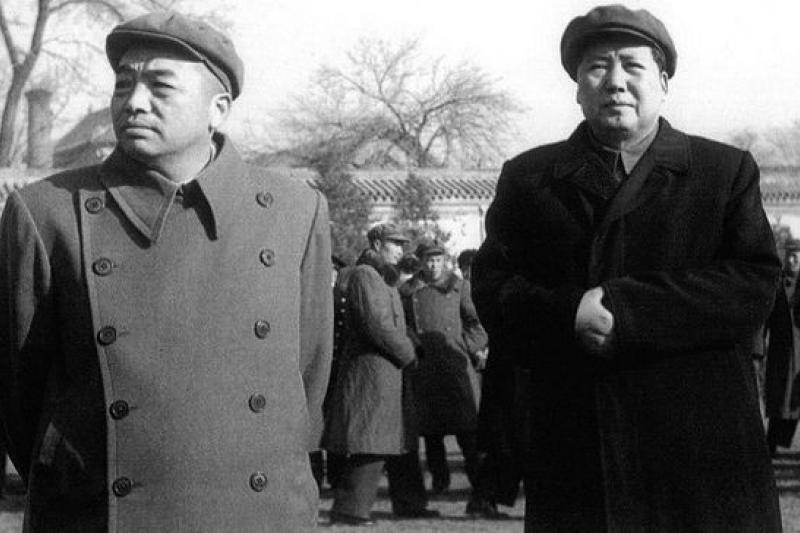 1959年「大躍進」破產,而「敵對勢力」卻也是在中國語境確立語義的一年。當年戰友毛澤東與彭德懷從此也成了「敵對勢力」。(作者提供/網路資料)