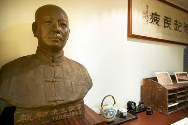 中國流亡作家新著《在那明亮的地方》書為台灣民主地圖,特別走訪在彰化的和紀念館。(時報出版提供)