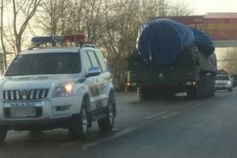 傳聞中的東風-41飛彈發射車首次曝光。(取自網路)