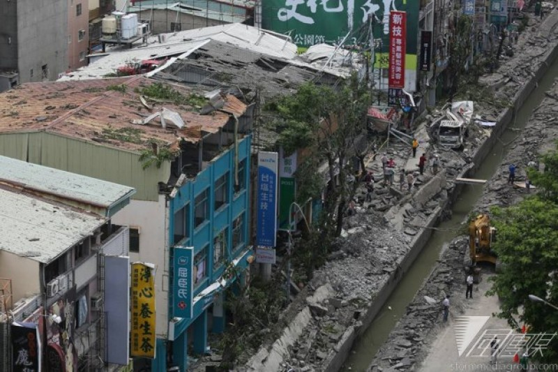 高雄大氣爆現場,武慶三路,三多一路口。(余志偉攝)