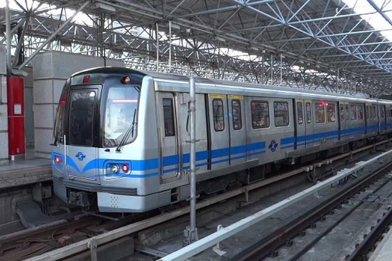 台北捷運直的如官方宣傳般,如此美好而幸福嗎?(取自youtube畫面)