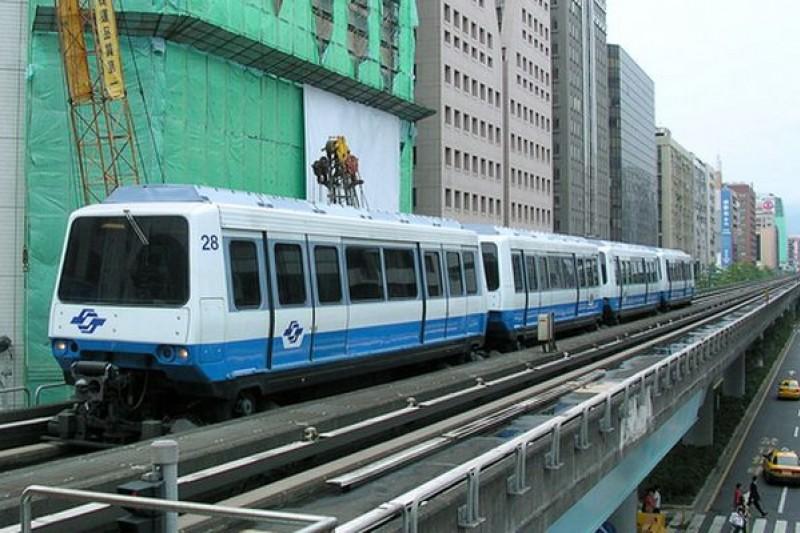 台北捷運的問題不是聲稱「去政治化」就能解決的。(捷運馬特拉電聯車/取自維基百科)