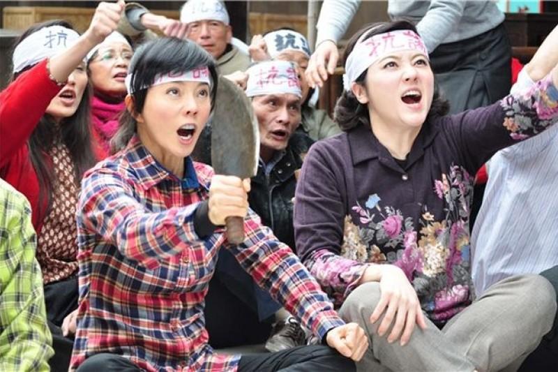 台灣本土劇的對話,完全反映台灣人以虛字起頭虛字結尾的語言習慣。(圖為台視本土劇《艋舺的女人》劇照)