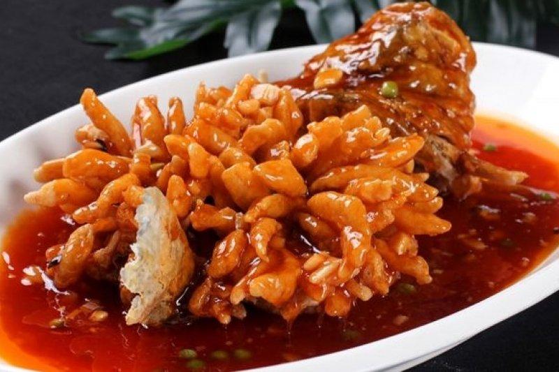 中國八大菜系中「蘇菜」的代表菜色「松鼠桂魚」。(取自網路)