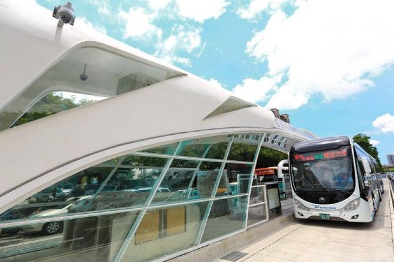 台中市趕在九合一選舉前BRT啟用,BRT會是台灣大眾運輸的答案嗎?(取自胡志強臉書)