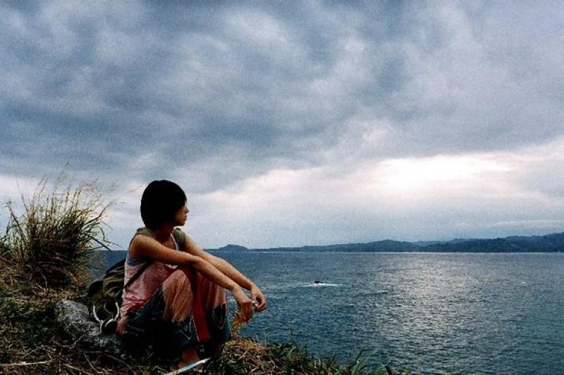 (圖為《最遙遠的距離》電影劇照,電影展現台東靜謐而獨特的風景,也呈現失意人的救贖。)
