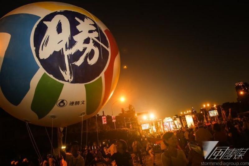 國民黨台北市長候選人連勝文選前周末遊行,宣示當選後要把市府路更名為「經國路」,到底能爭取多少選票不無疑問。(林韶安攝)