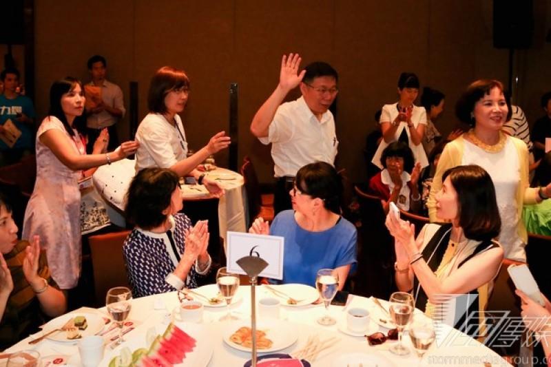 台北市長參選人柯文哲9日出席女性後援會下午茶會。(余志偉攝)