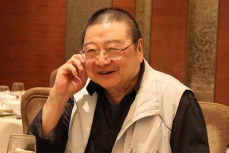倪匡笑稱自己是自有人類以來,漢字寫最多的人,他女兒則笑他寫稿不用腦,所以沒有白頭髮。(中評網)