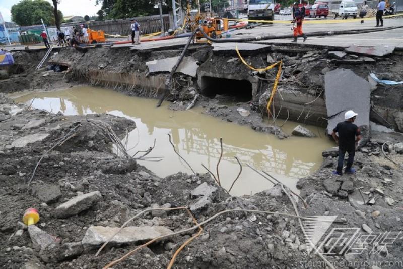 高雄大氣爆凸顯地下管線無人管理的危險狀況,經濟部能源局將成立「油氣管線查核督導團」。(吳逸驊攝)