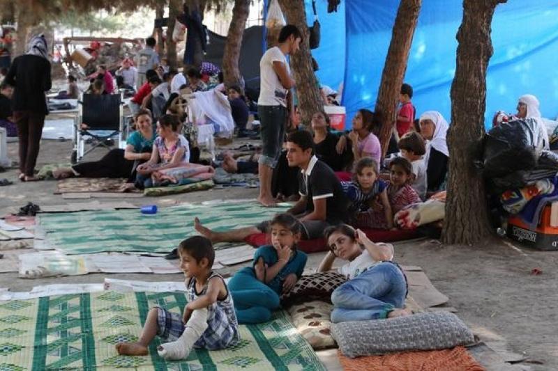 伊拉克亞茲迪教徒遭到極端組織迫害,淪為難民,15日更傳出有村莊被攻陷,大批村民被屠殺。(美聯社)