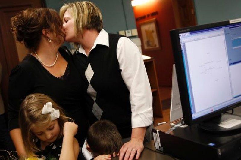 過去1年美國進展順利的同性婚姻合法化運動,6日首次遭逢重挫,顯示同志仍需努力(美聯社)