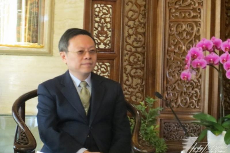 陸委會主委王郁琦與中國國台辦主任張志軍12日上午在北京進行晤談,在重申九二共識為兩岸關係基礎的前提下,達成陸客中轉等6大共識。(仇佩芬攝)