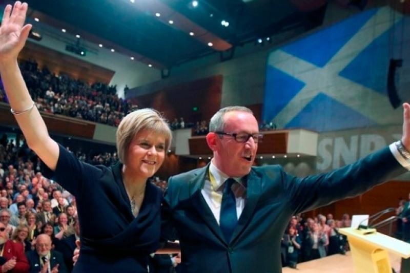 蘇格蘭民族黨新任黨魁史特金(左)與副黨魁霍西(右)。(美聯社)