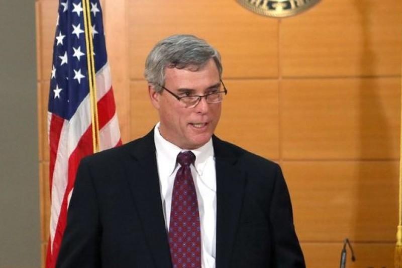 美國密州聖路易郡的檢察總長麥可洛克24日晚間宣讀判決。(美聯社)