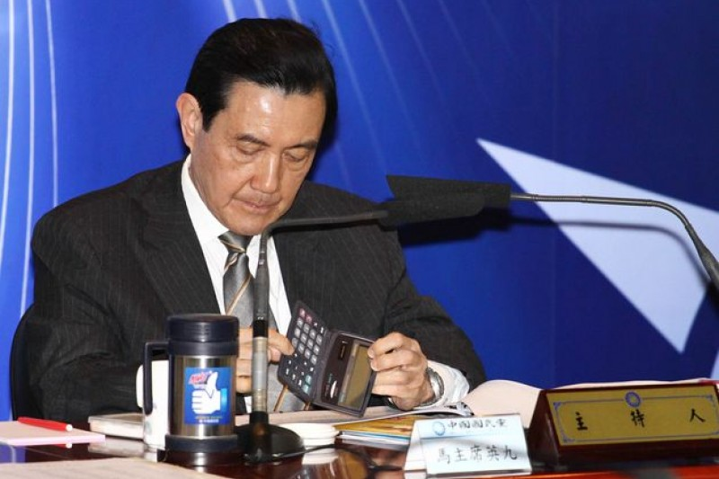 馬英九陸續和吳敦義、國安會秘書長金溥聰討論可能步驟,不到中午「黨政人士」便傳出馬英九決定辭職消息。(葉信菉攝)