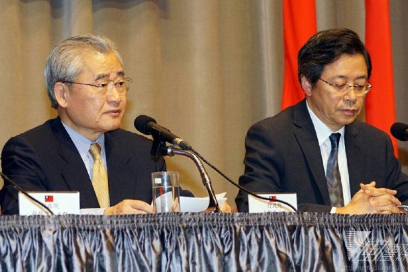 行政院長毛治國今(8)日表示,他已提醒經濟部,油價已經有大幅調整,必須反映在電價上,「原則上一定要反映」。(蘇仲泓攝)