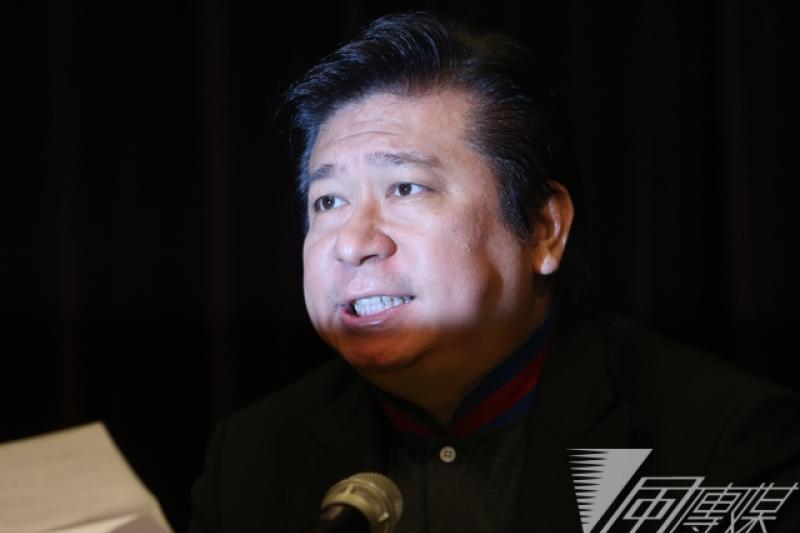 被指為有匪諜嫌疑的前陸委會副主委張顯耀21日舉行記者會,反擊陸委會。(吳逸驊攝)