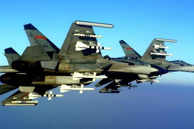殲-11掛彈強勢攔截美機偵察。(取自網路)