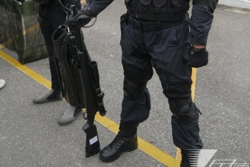 陸軍特戰部隊以及海陸、憲兵特勤隊等單位缺少新型狙擊槍高達300枝,雖然軍備局205廠對外展示自行生產的T93狙擊槍並可量產,但該廠多次公開招標採購300枝狙擊槍的槍管等裝備,都是流標收場。(朱明攝)