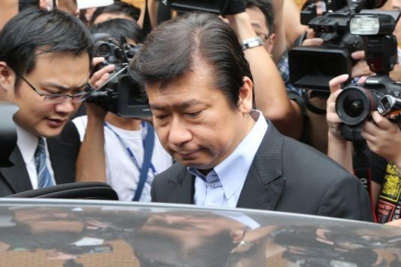 前陸委會主委張顯耀25日接受年代電視主持人謝震武訪問時表示,被控洩密,他已經一星期沒闔眼。(吳逸驊攝)