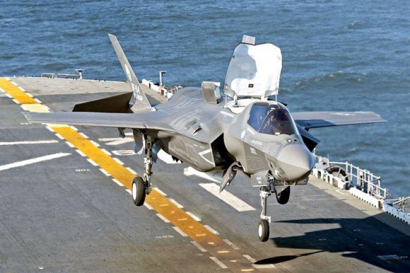美國第五代戰機F-35造價高。(取自維基百科)