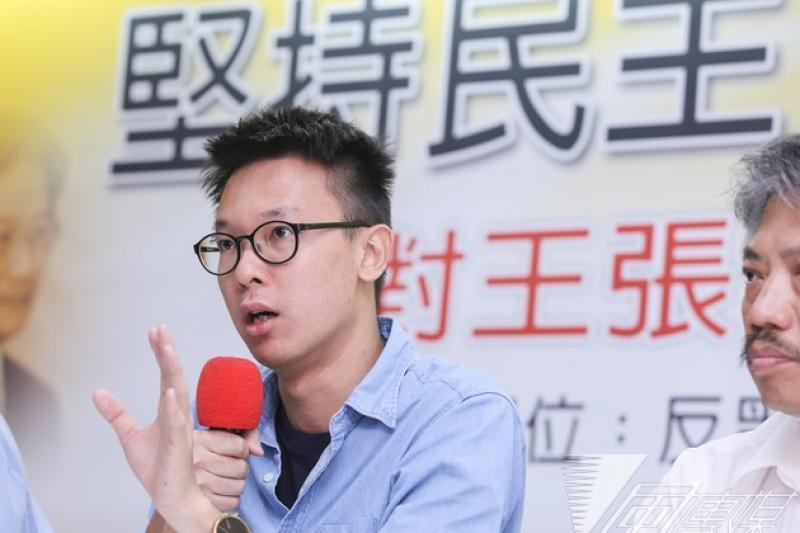 太陽花學運領袖林飛帆在臉書上發文,支持香港民主派人士佔中行動。(資料照片,林詔安攝)