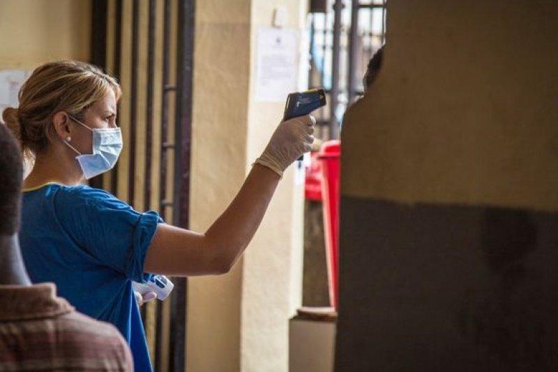 獅子山伊波拉疫情失控,公衛人員面臨極大壓力。(美聯社)