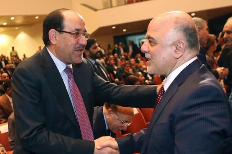 伊拉克前總理馬利基(左)穩坐副總統位置,祝賀新總理阿巴迪成功組閣。(美聯社)