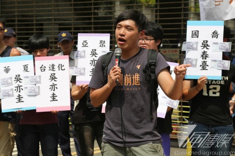 318學運領導人陳為廷13日在臉書聲援近來飽受批評的台大醫師柯文哲。(資料照片,余志偉攝)