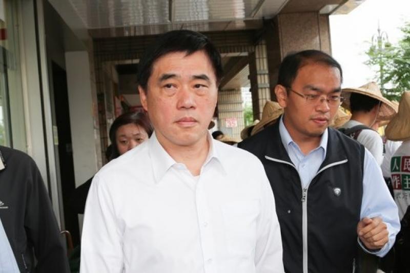 台北市長郝龍斌在接受媒體專訪時表示,組織犯罪是現在北市的治安重點,若店家及黑幫到現在還不能警惕,那麼就必須「承擔相當大的後果」,警方會查到「倒店為止」。(資料照片,余志偉攝)
