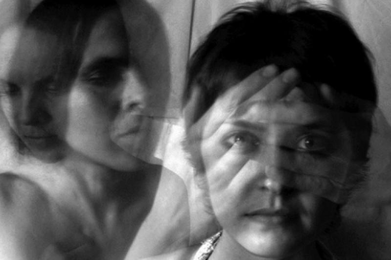 腦部分泌不正常,讓思覺症患者無法辨別真實與幻境。(圖片取自網站 http://eslizabolel.ru/main/psihiatriya/)
