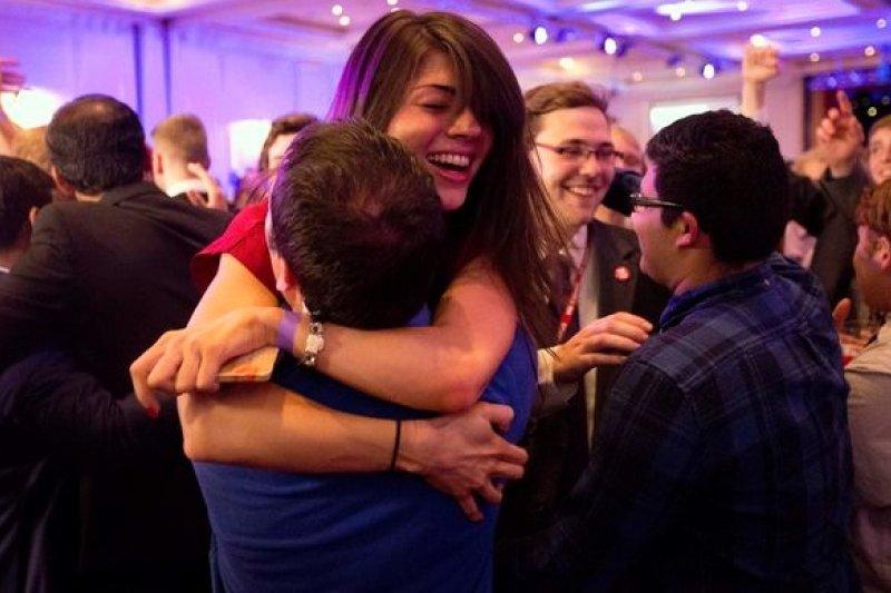 蘇格蘭年輕世代踴躍參與公投,樹立民主典範。(美聯社)