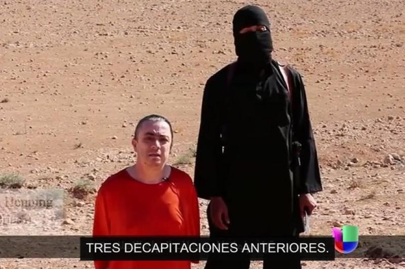 英國人道救援工作者韓寧(左)慘遭恐怖組織斬首(取自YouTube)