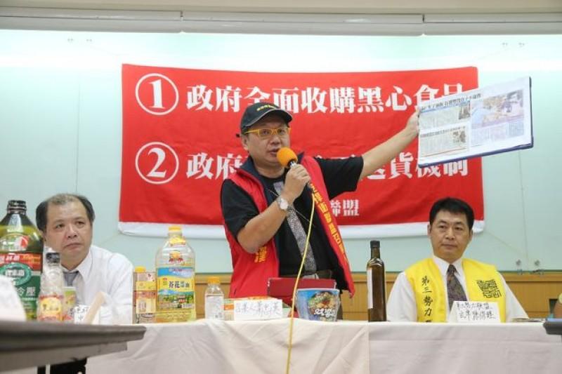 食品安全捍衛聯盟13日呼籲政府設置黑心食品退貨收集站,方便消費者退貨。(吳逸驊攝)
