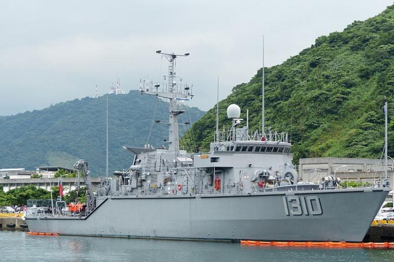 在10月21日晚間經過評審委員會投票,慶富造船公司以極些微的分數擊敗台船公司,獲得承製海軍6艘獵雷艦。(取自維基百科)