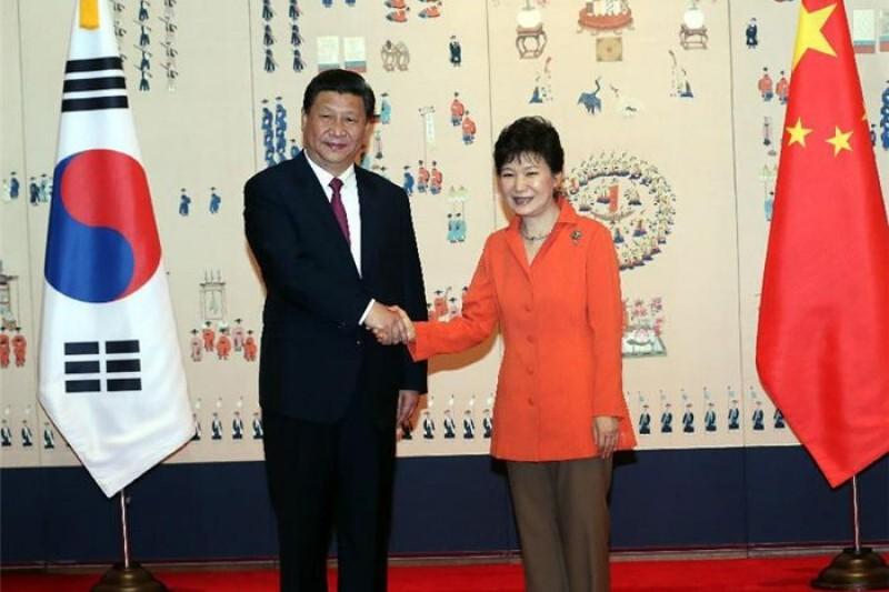 中韓簽訂FTA,台灣就快失去出口競爭優勢。圖為中國國家主席習近平(左)與韓國總統朴槿惠(右)。(美聯社)