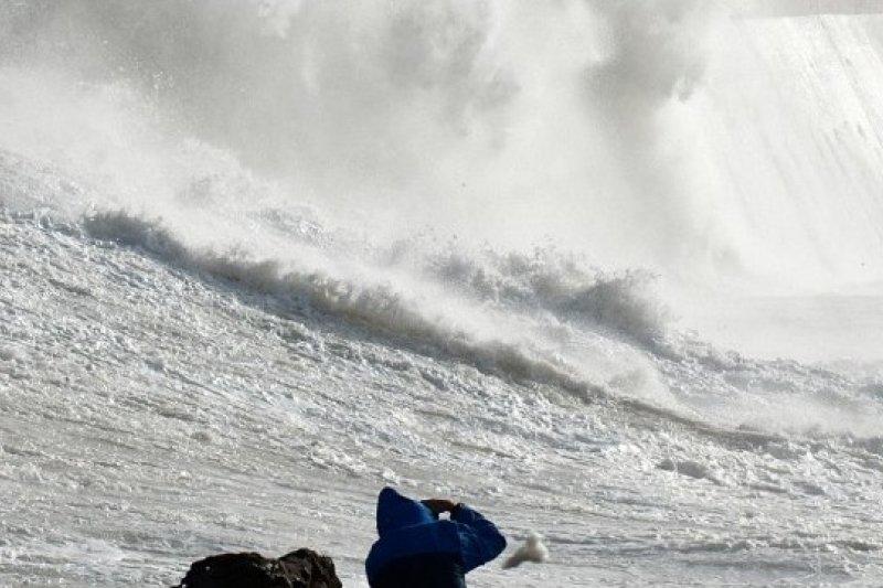 聖猶達風暴28日凌晨抵達英格蘭南部,威力有如颶風(取自網路)