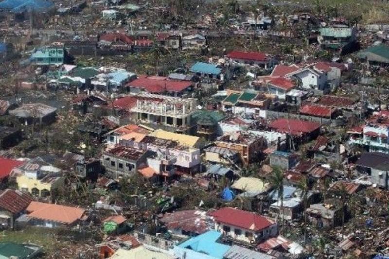 菲律賓中部再遭超級強烈颱風「海燕」摧殘蹂躪(中新網)