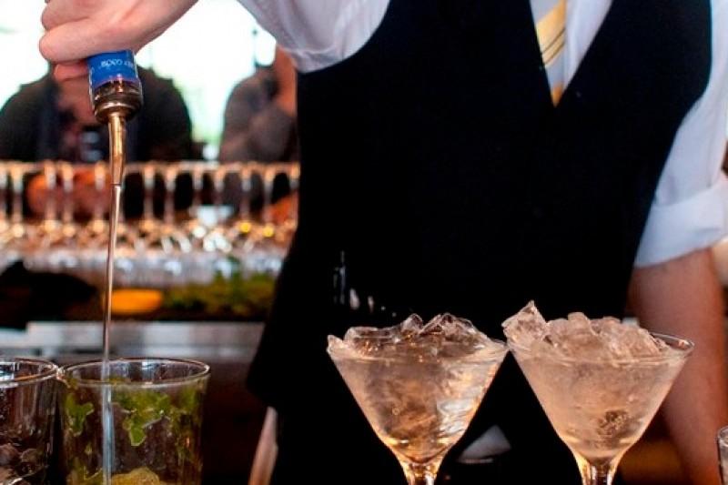 英國研究發現,長期重度飲酒的中年男性,記憶與認知能力會提早衰退。(美聯社)(飲酒過量,有礙健康)